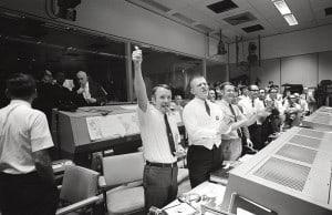 800px-Mission_Control_Celebrates_-_GPN-2000-001313